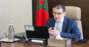 Le chantier de réforme des CRI commence à produire des effets positifs Le chantier de réforme des Centres régionaux d'investissement (CRI), lancé récemment, a déjà commencé à produire des effets positifs, a affirmé, jeudi à Rabat, le Chef du Gouvernement, Saad Dine El Otmani. S'exprimant en ouverture du Conseil de gouvernement, M. El Otmani a relevé que les indicateurs révèlent une hausse de près de 50% du nombre de projets d'investissement accompagnés par les CRI par rapport à 2019 et 2020, ainsi qu'une baisse des délais moyens de traitement des dossiers d'investissement, passés de plus de 100 jours à moins d'un mois, a indiqué le ministre de l'Éducation nationale, de la Formation professionnelle, de l'Enseignement supérieur et de la Recherche scientifique, porte-parole du gouvernement, Saaid Amzazi, dans un communiqué lu lors d'un point de presse à l'issue du Conseil tenu en visioconférence. Dans ce sens, M. El Otmani a souligné l'importance de la plateforme numérique des CRI, qui s'inscrit dans le cadre de l'engagement constant du gouvernement à promouvoir et à encourager l'investissement, comme étant un producteur de richesse et un générateur d'opportunités de travail, notamment au profit des jeunes. Le chantier de réforme des CRI par rapport auquel Sa Majesté le Roi Mohammed VI a émis des directives claires, à la suite desquelles a été promulguée la loi relative à la réforme des CRI conférant à ces centres l'indépendance administrative et financière et leur permettant de disposer de compétences larges et claires en vue d'accélérer le rythme d'autorisation des investissements, constitue l'une des manifestations de cet engagement, a souligné M. El Otmani. Le gouvernement, a-t-il indiqué, a accompagné ces centres en émettant un certain nombre de dispositions législatives et organisationnelles, orientées vers la simplification des procédures, la consécration de la clarté et de la transparence et l'atteinte de l'efficacité, tout en fournissant le soutien logistique 